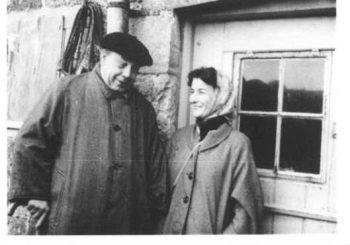 Obra orfa procedente do arquivo da Universidade de Bradford. J.B. Priestley and Jacquetta Hawkes at Brook Hill, 1958 (referencia do arquivo HAW 18/5/52/1). Autor descoñecido.